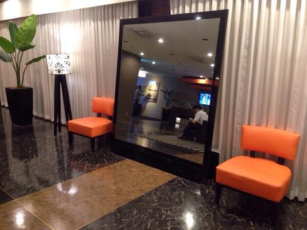 アパホテル名古屋錦_ロビー鏡