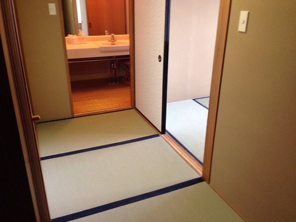 atagawakan-room-entrance