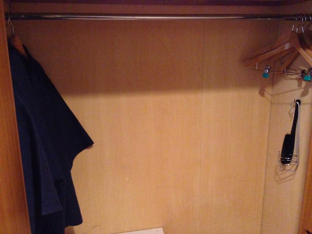 kirishima-royal-hotel-closet