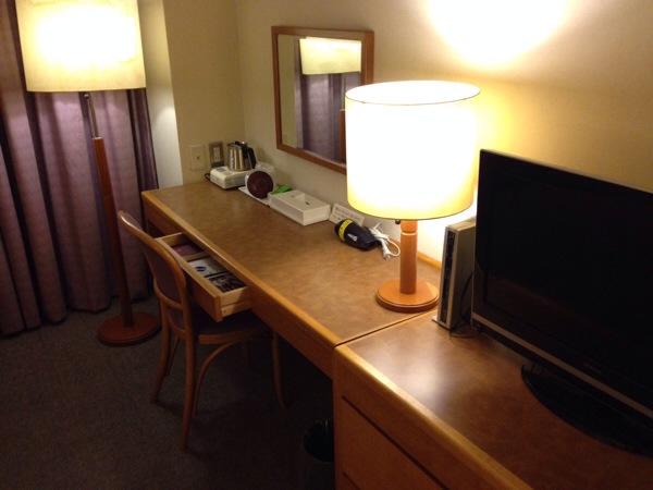 yuzawa-grand-hotel-desk