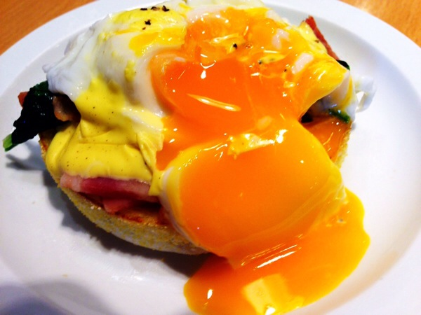 eggs'n-things-eggs-benedict1