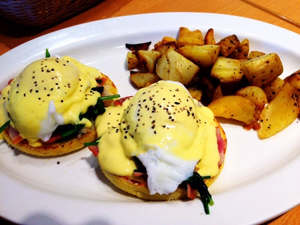 eggs'n-things-eggs-benedict