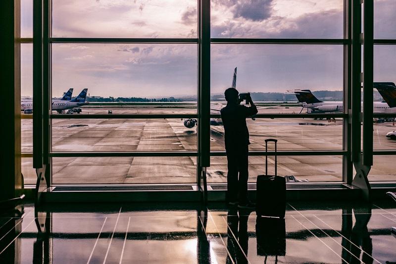 スーツケースは黒