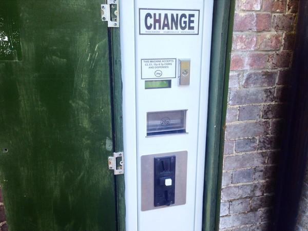 イギリス有料トイレ両替機