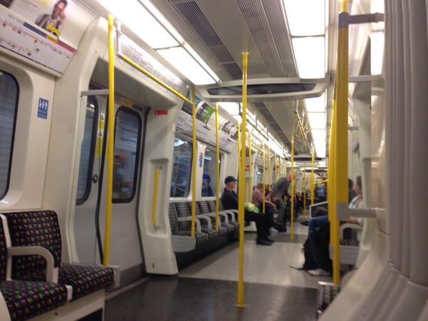 ロンドン地下鉄車内