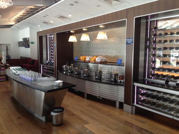 ヒースロー空港ラウンジ‐シャンパン