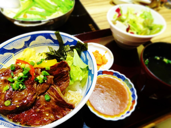 牛サガリ丼定食