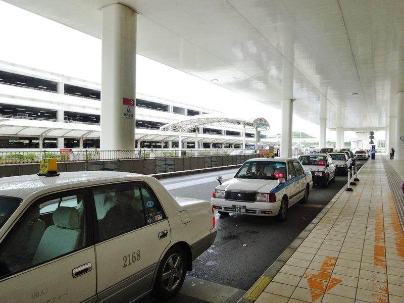 那覇空港からタクシーで移動