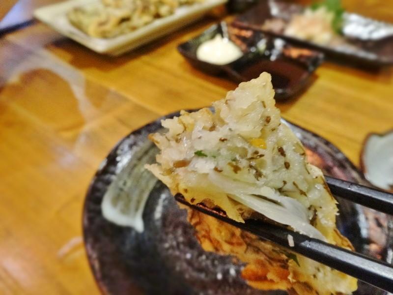 塩で天ぷらをいただく