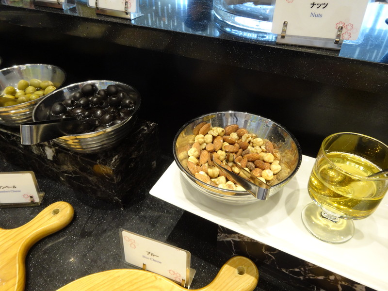 オリーブとナッツ