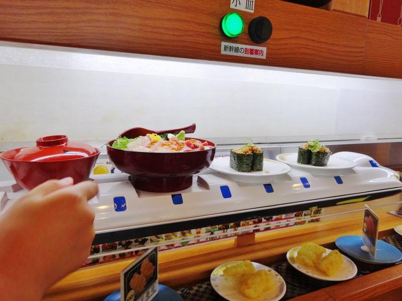新幹線で運ばれてくる寿司