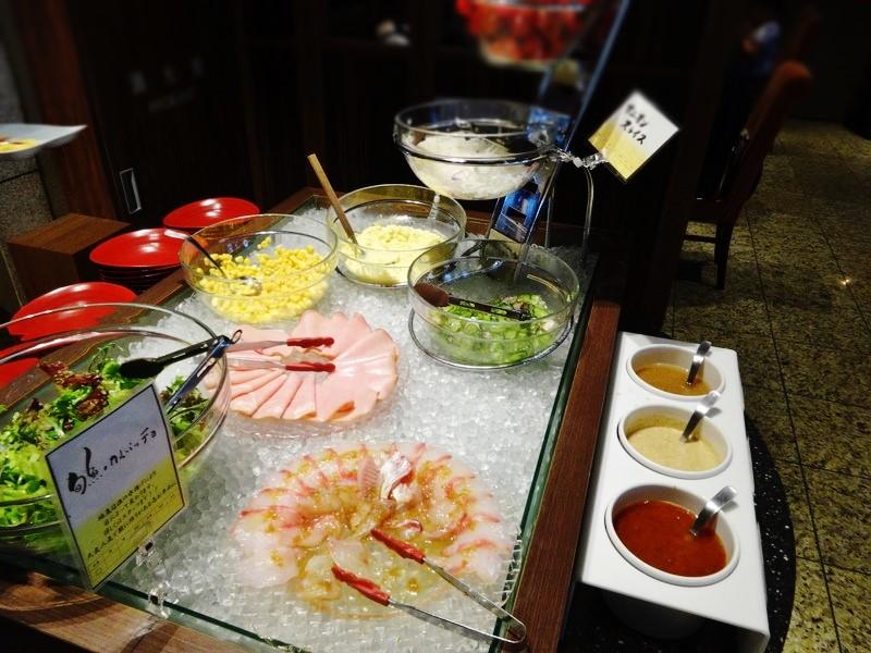 旬の魚のカルパッチョとサラダ