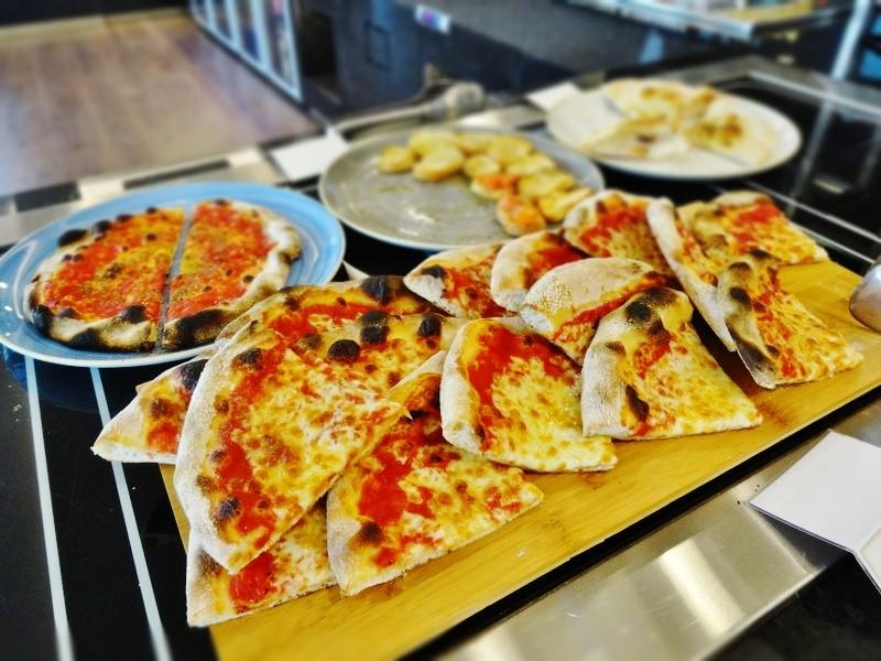 アリタリア航空のピザ