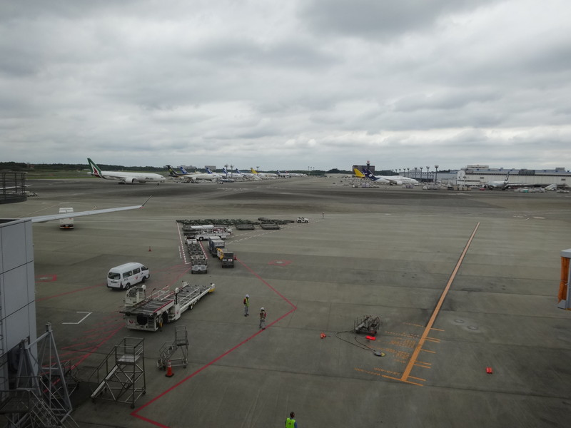 成田国際空港に到着
