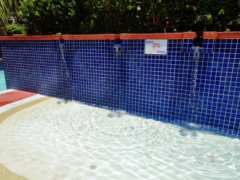 ヒルトンホテルのプール